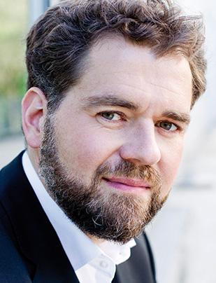 Chordirektor Sebastian Adelhardt
